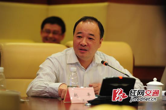 湖南省交通运输厅党组成员、副厅长赵平说,要把这项成果应用到实践中,更好的推动工程的质量安全。