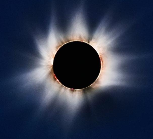 太阳1小时内同时出现巨型耀斑和日冕喷射(组图)