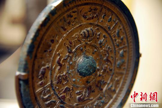 美国收藏家60年收藏近百面古代青铜镜将捐赠给中国