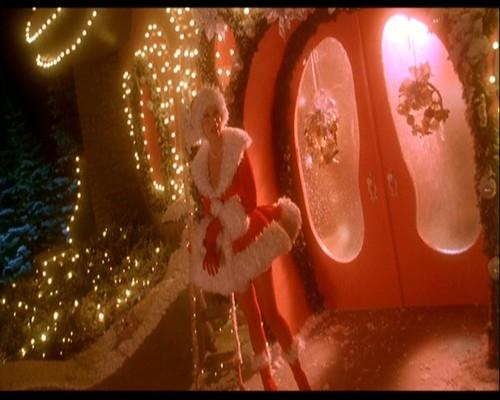 圣诞节看电影中的圣诞老人出场美女d街拍罩杯图片