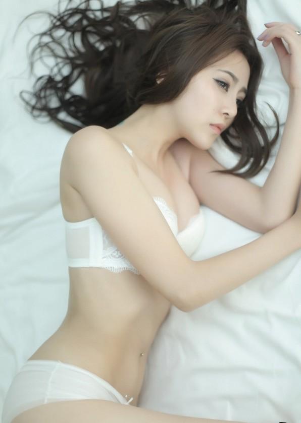 视频杨雅熙车模美女性感写真
