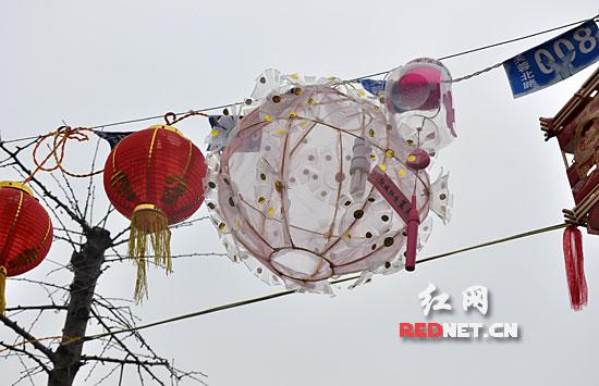 长沙开福寺:市民自制创意灯笼迎元宵(组图)