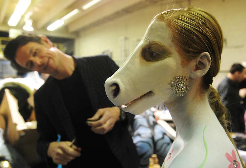 美国大胆时装秀上演另类人体艺术 教育频道