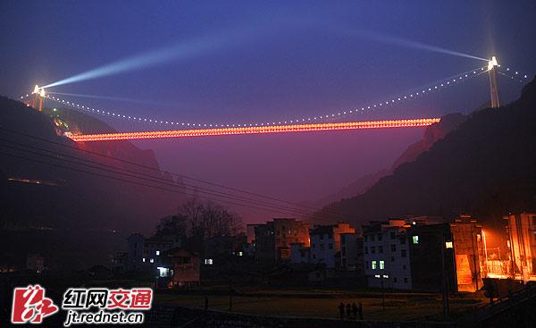 矮寨大桥创四个世界第一 能写进桥梁设计教科书