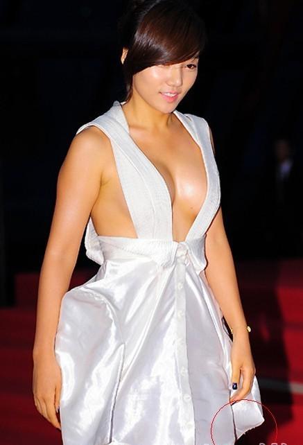 露胸裸背齐b小短裙 女星出席颁奖礼的尴尬瞬间_娱乐频道_红网