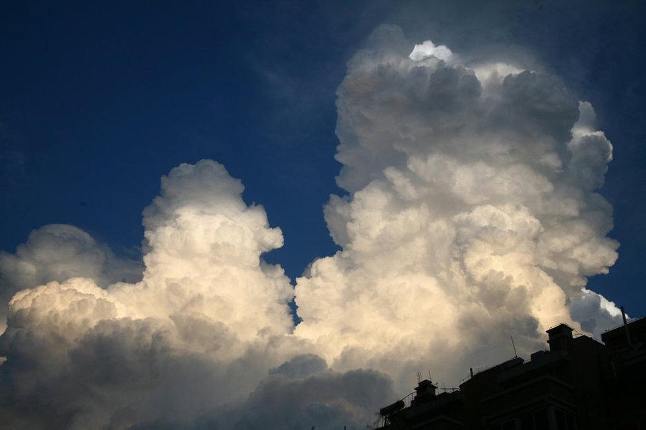 北京天空现蘑菇云 如原子弹爆炸组图