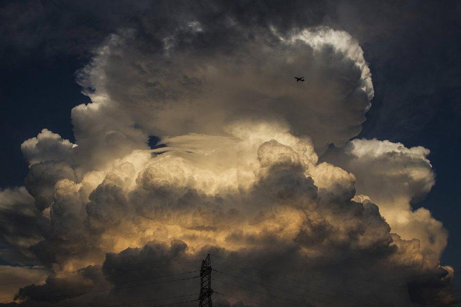 """北京天空现""""蘑菇""""云 如原子弹爆炸(组图)"""