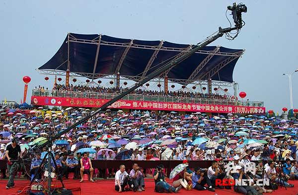 第八届中国汨罗江国际龙舟节开幕(组图)