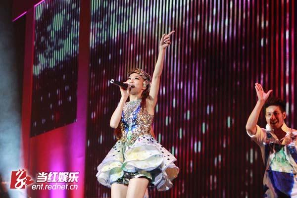 舞蹈及戏剧的《台湾女娘》歌舞剧的演出,特邀林凡演唱主题曲《爱是图片