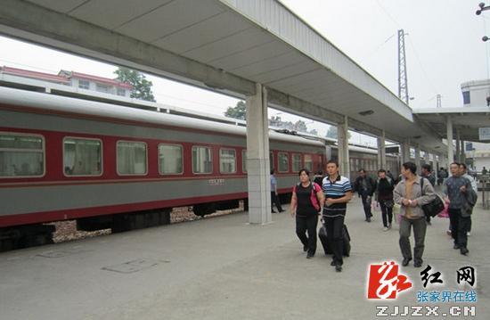 张家界:慈利火车站2013年恢复春运