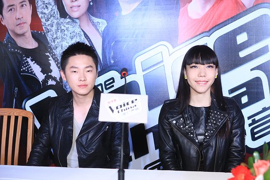 梁博/[视频]吴莫愁《一个人生活》PK梁博《我爱你中国》