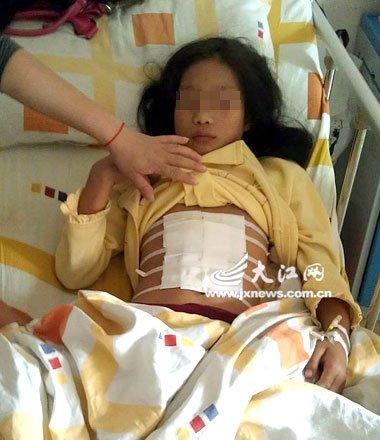 南昌县 女孩/原标题:11岁女童与同学爬旗杆比赛险遭剖腹