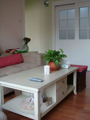 70平米两室一厅装修图片:客厅 花布格子的沙发搭配蓝色的靠高清图片