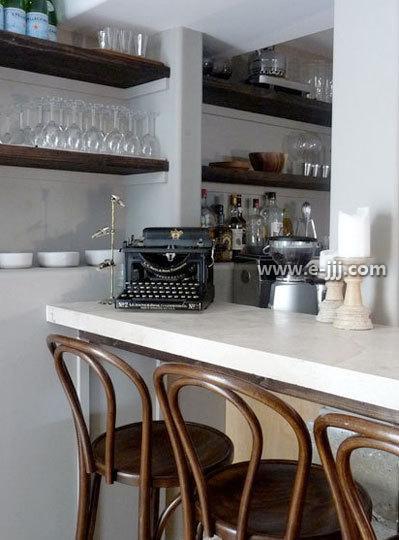装修 酒柜/家庭酒柜装修效果图:餐桌旁的嵌入式酒柜,隐藏空间的同时还有...