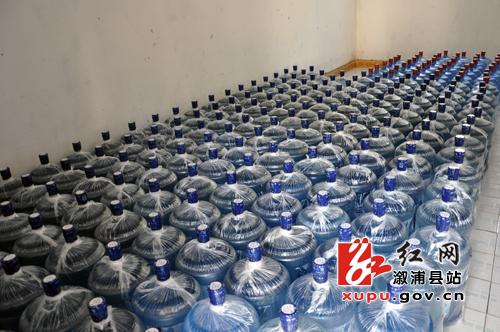 """即将装车销售的桶装水   """"水生意?"""