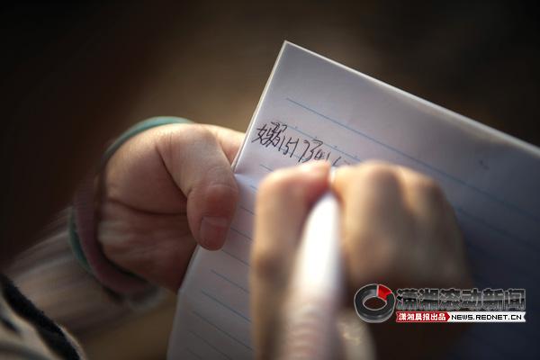 11岁检测女生hiv流浪呈女孩被阳性送福利院手工钱包制作教程家人图片