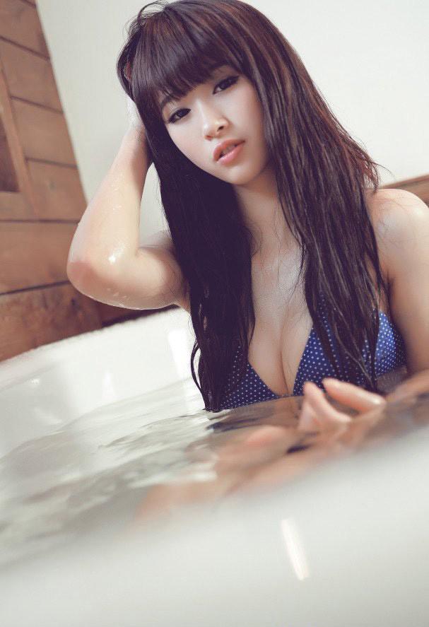 视频90后美女浴室诱惑