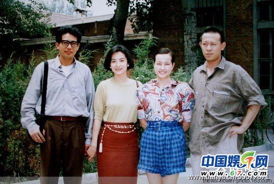 林青霞40岁素颜街拍胜少女 与刘晓庆早年合照曝光