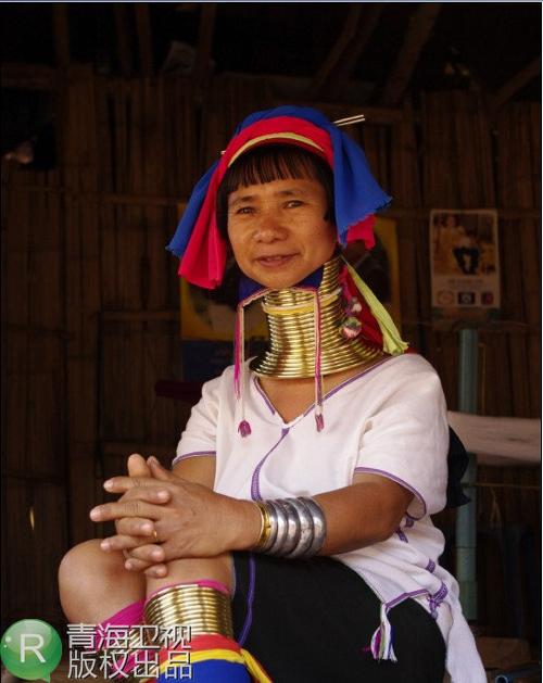 这个民族最大的特色就是布岛族女性的装饰奇特,脖子上戴有铜项圈多达