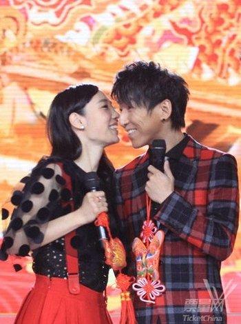 我是歌手第二期羽泉_揭晓我是歌手谁是冠军帮唱环节羽泉高调逆袭