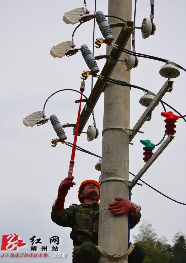 靖州电力工人春节前冲刺农网升级改造工程