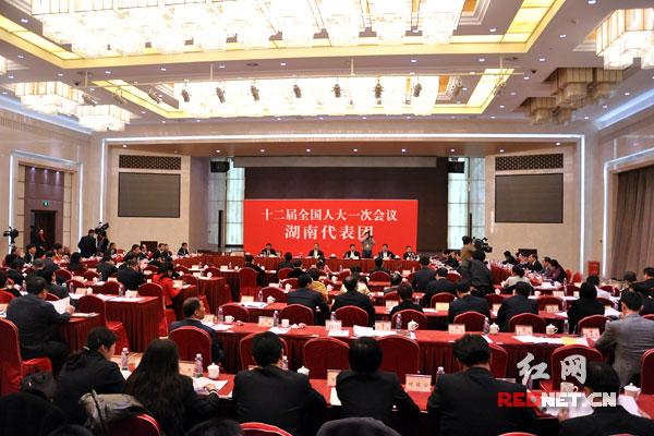 """湖南代表团举行第七次全体会议,审议""""两高""""工作报告。"""