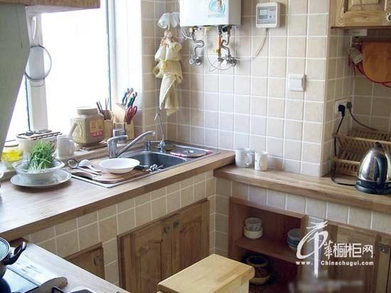 砖砌橱柜台面   花岗岩台面:很适合砖砌厨柜台面,基本能解决渗污问题,风格比较大气;但好点的花岗岩价格较高,所以用的人并不算太多。   小编总结:砖砌橱柜台面案例,或许这种更为环保,也更高性价比的砖砌橱柜台面更适合你家的装修。
