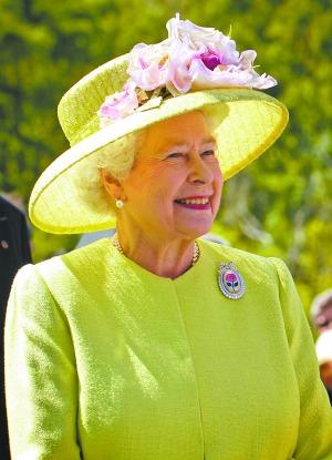 """英女王爆凯特好胜威廉夫妇常因游戏""""大战"""""""