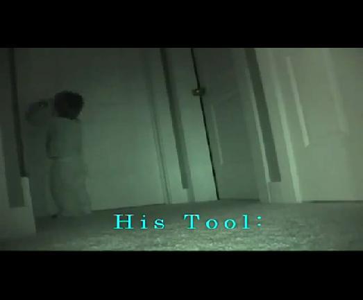 [视频]两岁小美女夜入自然屋里偷窃贼图姐姐玩具与图片