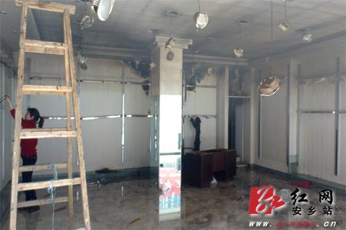 火災後的服裝店内部