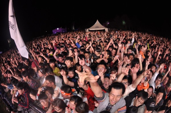 北京草莓音乐节首日Travis压轴 引万人大合唱