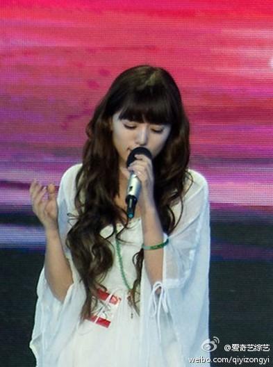 视频美女歌手阿兰登台被陈奕迅喊no