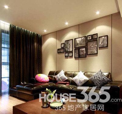 90平装修效果图:客厅的皮沙发很