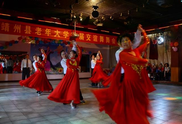 靖州县老年大学举办首届交谊舞舞会