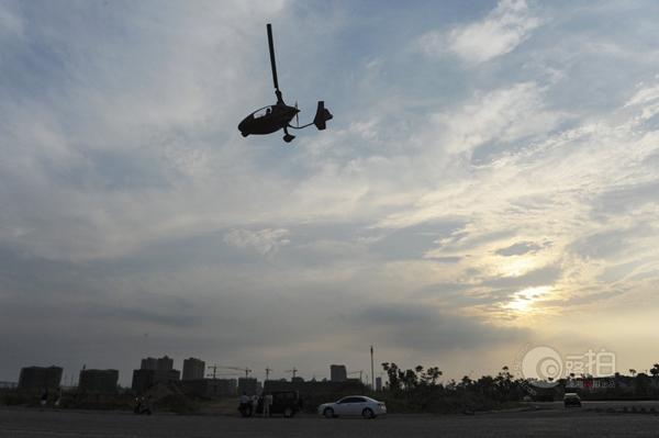 长沙私人飞机在马路上训练