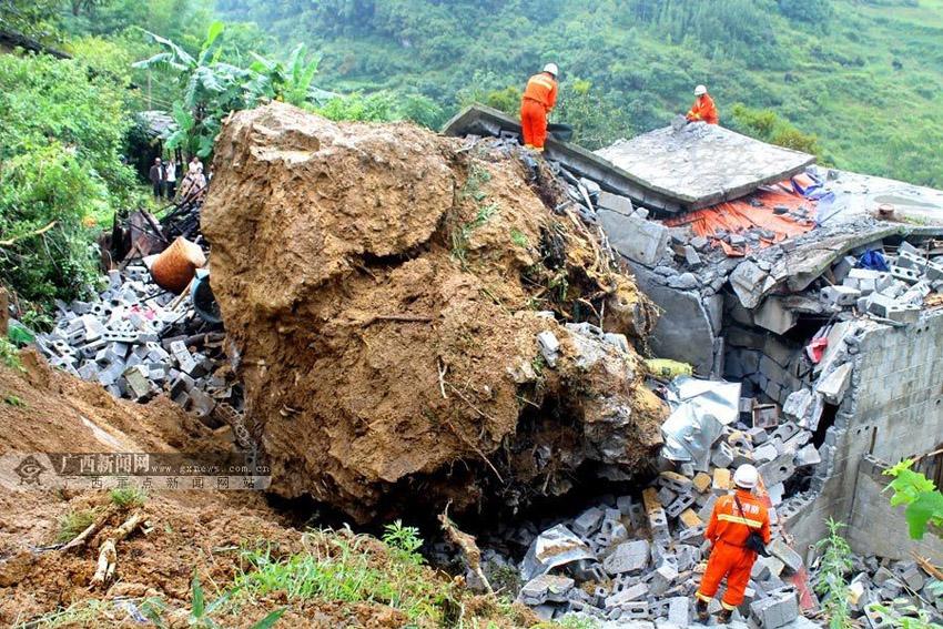 """柳堡镇大苟家村人口数-8月25日凌晨,\""""嘭\""""的一声巨响,一块数十吨的巨石滚落,砸穿了那"""