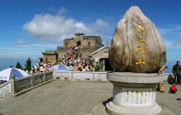 延长/(进入8月,南岳衡山进入了传统的香火旺季,客流量激增。资料图)...