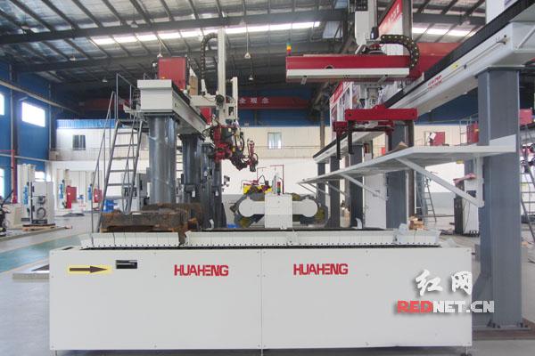 全球首条叉车机器人焊接生产线浏阳制造产业基地下线