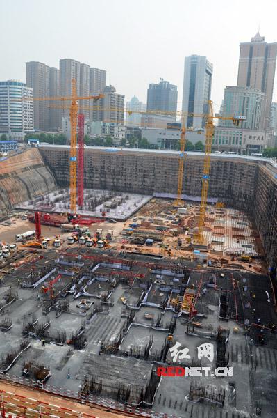 至此,双塔筏板皆整体浇筑成型,项目工程顺利完成主体结构开工以来的首