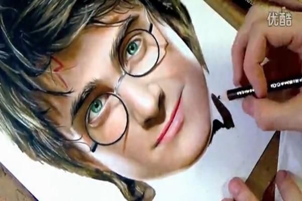 [视频]超强手绘哈利波特,真是栩栩如生!