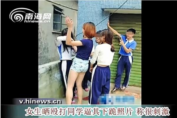 视频女生晒殴打同学逼其下跪照片