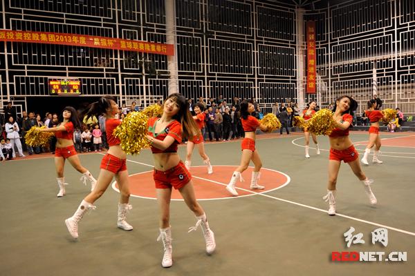 """闭幕式上,红网""""篮球宝贝""""的精彩表演同样吸引眼球。"""