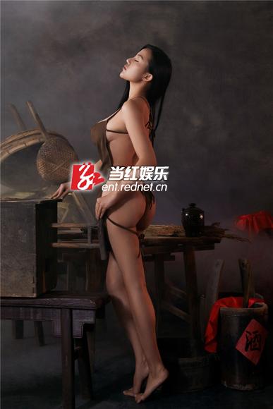 苏梓玲真空出镜 红高粱 丰乳肥臀演风骚酒娘图片