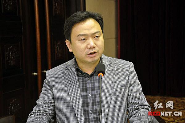 湘潭县委宣传部网管中心主任张杰作典型发言。