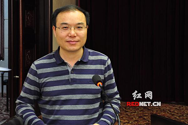 沅江市委宣传部副部长龚志作典型发言。