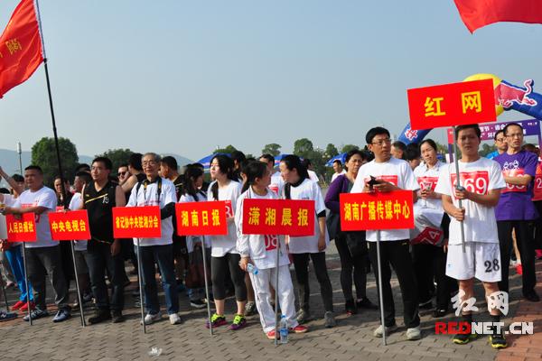 来自湖南省委宣传部、湖南省新闻出版局、湖南日报、红网等28支代表队参加比赛。