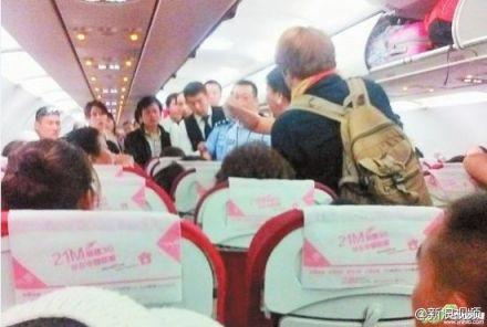 [视频]彪悍中国大妈:与外籍夫妇飞机上互殴致航