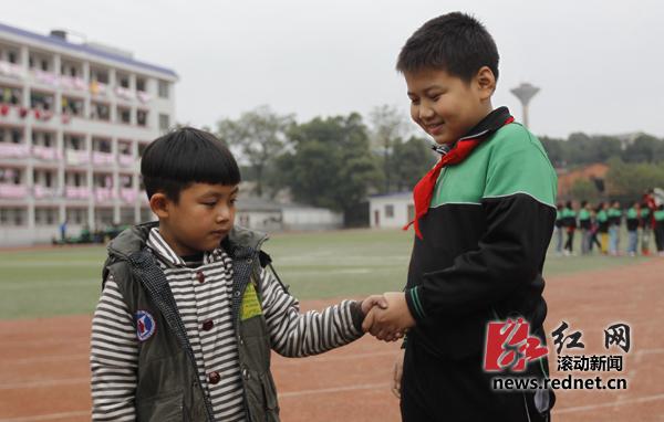 """宁乡县金海实验小学,有36个孩子互相同名同姓,叫""""邓睿""""和""""彭程""""的各有"""