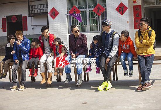 五对父子重新搭档后完成平江站首期录制