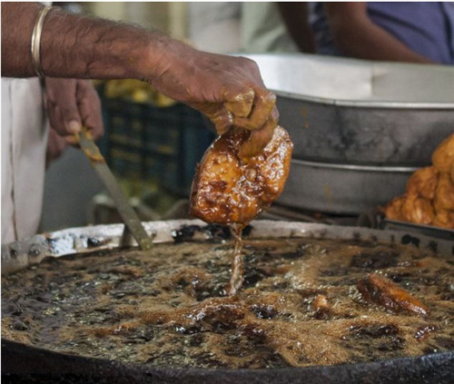 [厨师]牛!开挂的印度针灸裸手埋线炸鱼视频视频图片
